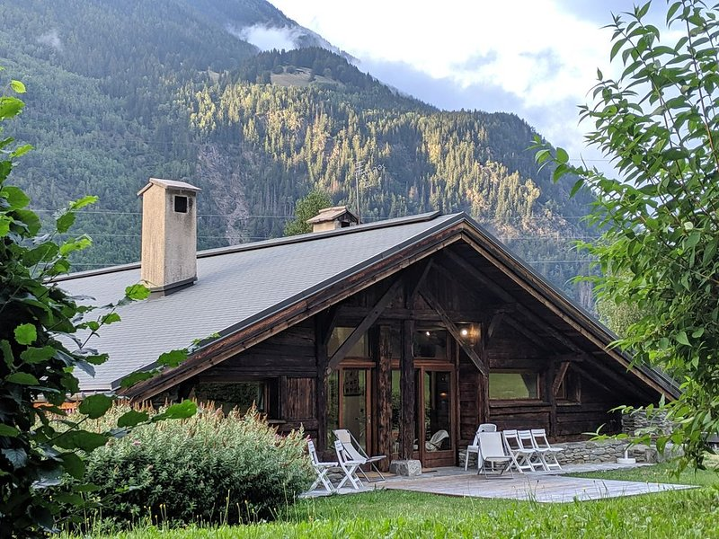 A FARM, THEN A CHALET SAVOYARD, STAY IN A CHARMING AND COMFORTABLE APARTMENT, vacation rental in Chamonix