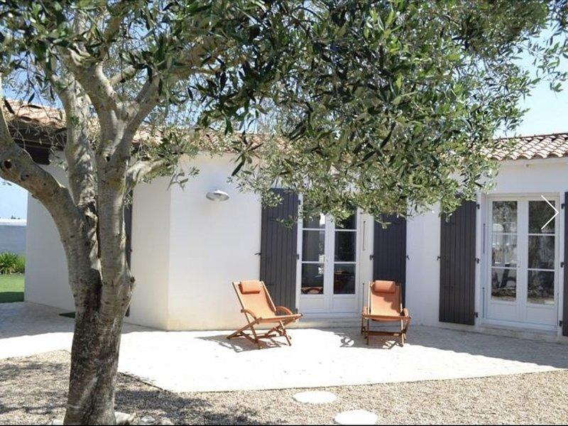 Le Bois Plage en ré - chambres climatisées- 3 parkings privés, holiday rental in Ile de Re