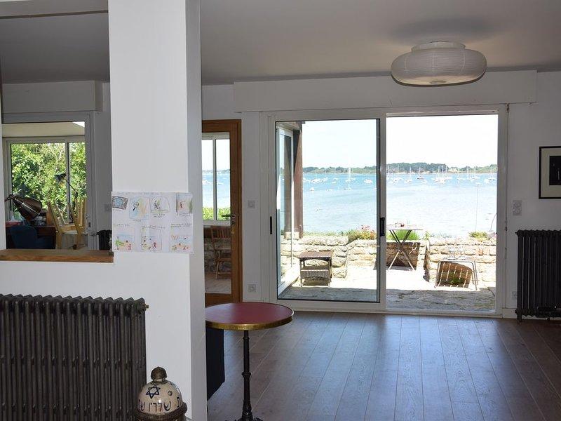 Superbe maison avec jardin et vue imprenable sur le golfe du Morbihan, location de vacances à Arzon