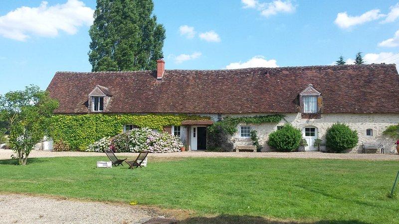Ancienne ferme du XVIème siècle entièrement rénovée, calme et grands espaces, casa vacanza a Chatillon-Coligny