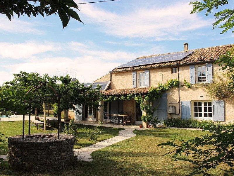 Maison familiale provençale isolée avec piscine, aluguéis de temporada em Oppedette