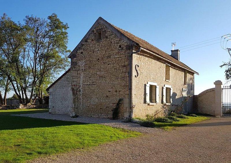 Le Logis des Chaumes au Chateau de la Tour d'Oyré, holiday rental in Cenon-sur-Vienne