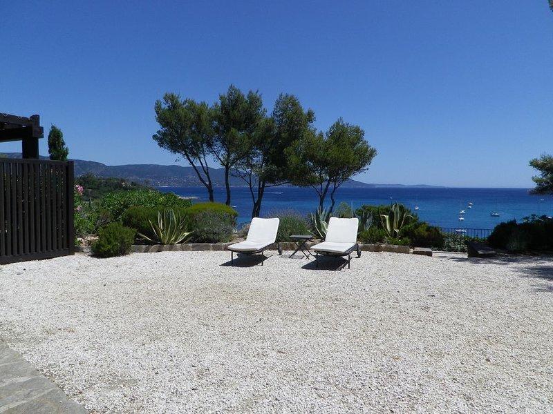 Superbe villa d'architecte, face à la mer, domaine privé du Gaou Bénat – semesterbostad i Bormes-Les-Mimosas