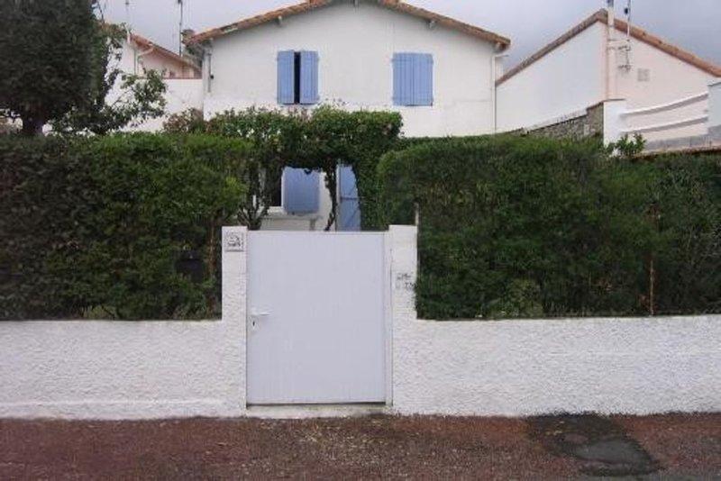 Maison charentaise  avec jardin clos  sans vis a vis  200 m de la plage., vacation rental in Saint-Palais-sur-Mer