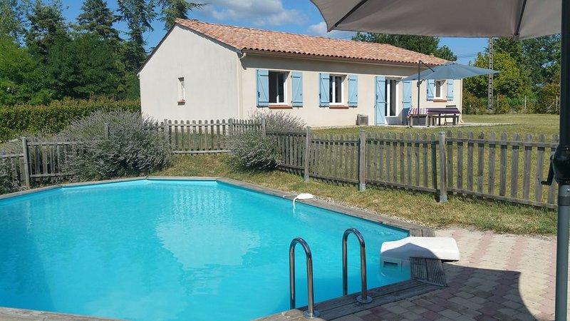 Gîte les Clairieres - Piscine, Climatisation, jardin cloturé, vacation rental in Beauville