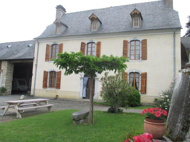 Grande Maison de caractère XIXe siècle., holiday rental in Tarbes