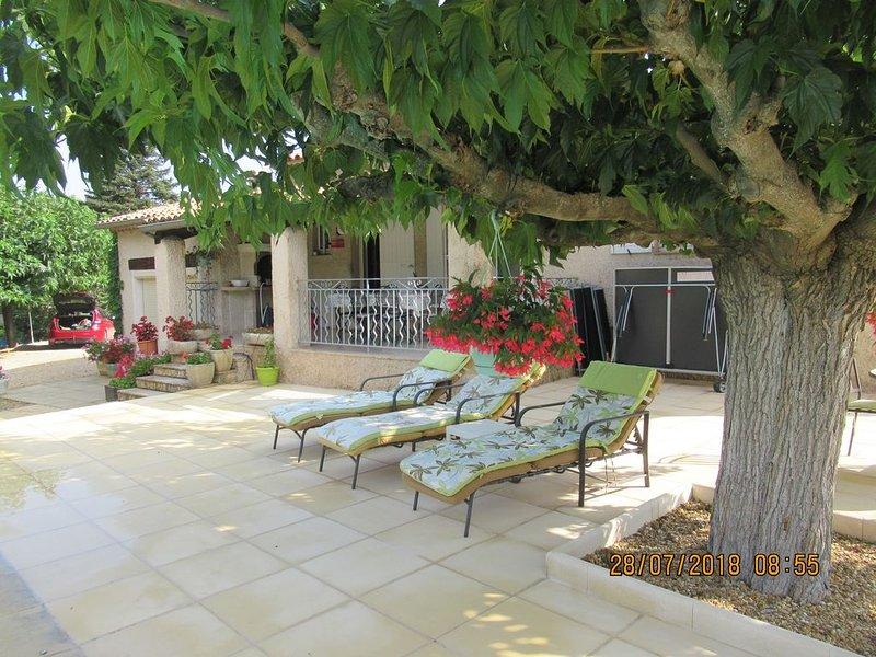 Maison Individuelle  Piscine chauffée Privée 4X8 a Bonnieux  LUBÉRON, holiday rental in Buoux