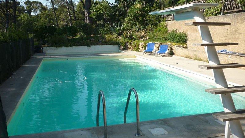 A 15 mn de Cassis, appartement dans bastide provençale, holiday rental in Roquevaire