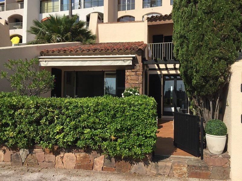 Maison Golfe de Saint-Tropez, les pieds dans l'eau, vacation rental in Cogolin