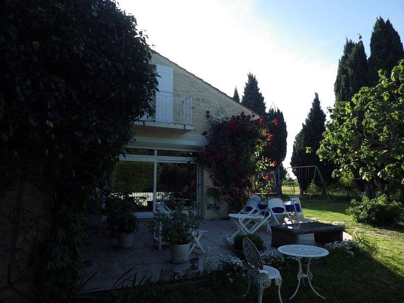 Appartement 6 personnes dans un Mas provençal authentique avec grande piscine, aluguéis de temporada em Orsan