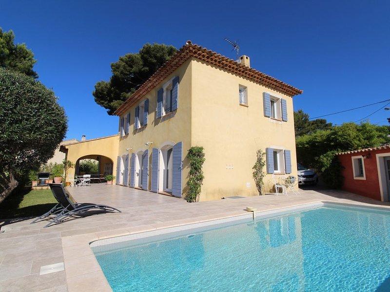 La CADIERE D'AZUR, Villa  avec piscine à 8 km de la mer avec vue sur le vignoble, holiday rental in La Cadiere d'Azur