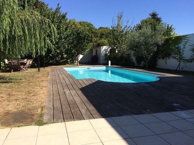 MAISON DE CHARME STYLE RETAIS AVEC PISCINE, vacation rental in La Rochelle