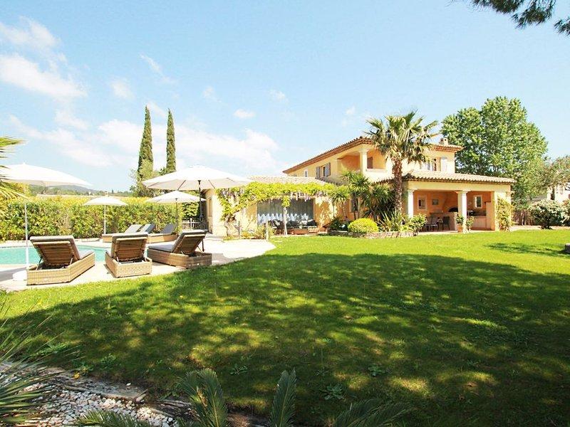 Villa provençale climatisée avec piscine chauffée à Grimaud., holiday rental in Grimaud
