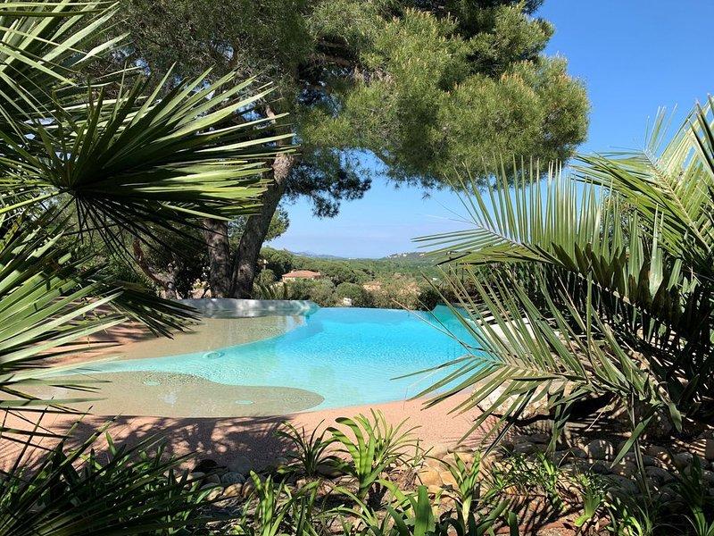 Belle Villa avec vue superbe et piscine privee au cœur du golfe de St Tropez, vacation rental in Cogolin