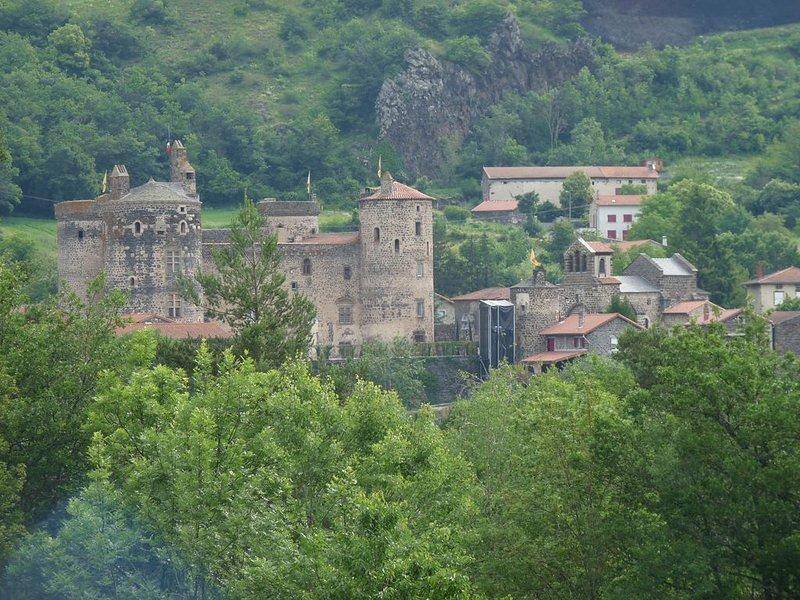 gite refait a neuf  6 personnes  le puy en velay AUVERGNE, holiday rental in Polignac