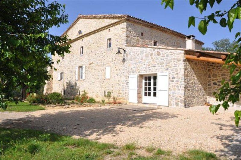 Gîte de standing  indépendant,  mas en pierre, piscine sécurisée promos week-end, holiday rental in Saint-Privat-des-Vieux