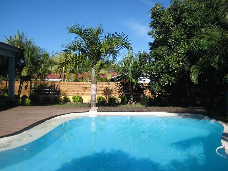 villa cosy avec piscine dans un endroit calme – semesterbostad i Arrondissementet Saint-Pierre