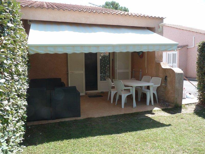 Mini villa en bord de mer,résidence arborée et fermée ., holiday rental in Borgo