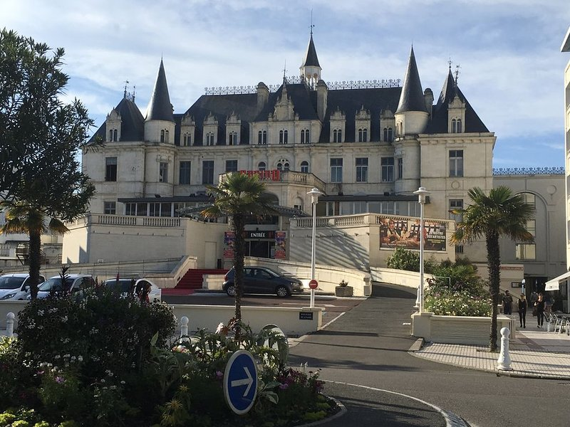 superbe studio cabine, résidence de standing , Casino et plage à 2 pas, holiday rental in Arcachon