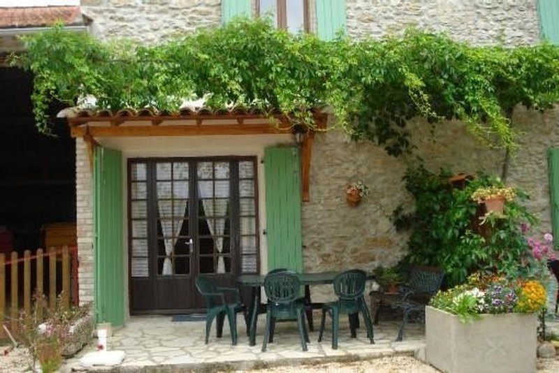 Ancien mas provençal traditionnel  (les tilleuls), holiday rental in Lezan