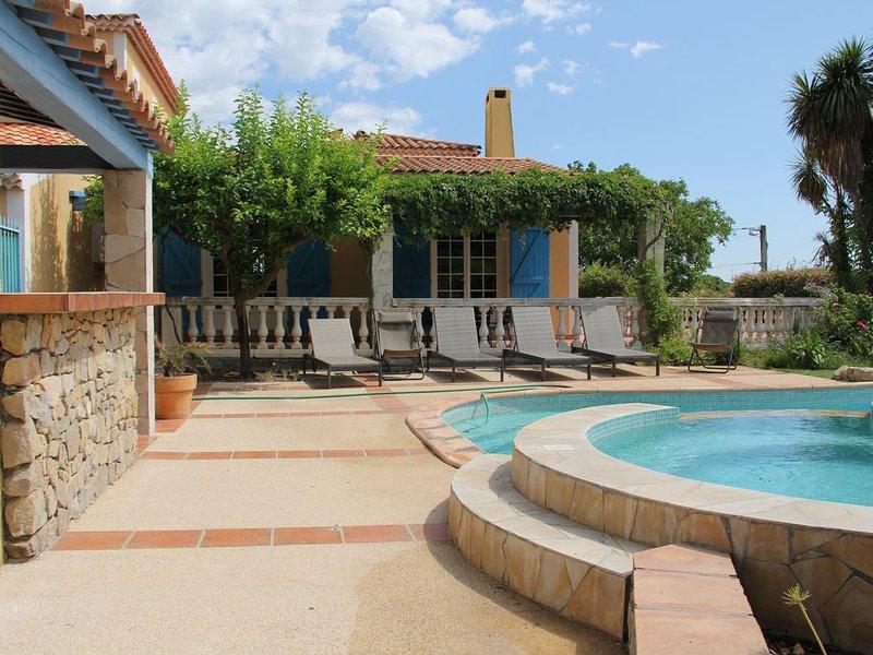 Villa avec piscine à Pinet, aluguéis de temporada em Pinet
