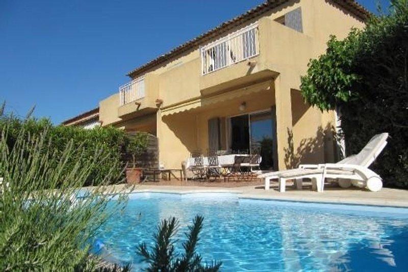 Maison à Sainte-Maxime 4 Pers. Piscine privée et chauffée - Chambres climatisées, holiday rental in Sainte-Maxime