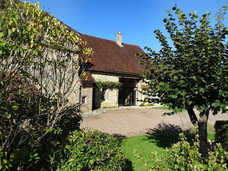 Maison de charme  XVIIIe en Bourgogne, location de vacances à Marigny-le-Cahouet