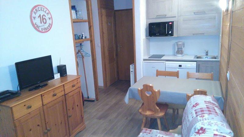 Appartement chaleureux - Au pied des pistes - 1 chambre, holiday rental in Val d'Isère
