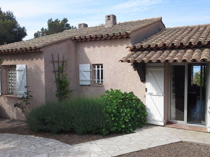 Maison vue mer, jardin+terrasse, 2 chambres climatisées, WIFI,garage, holiday rental in Saint-Raphael