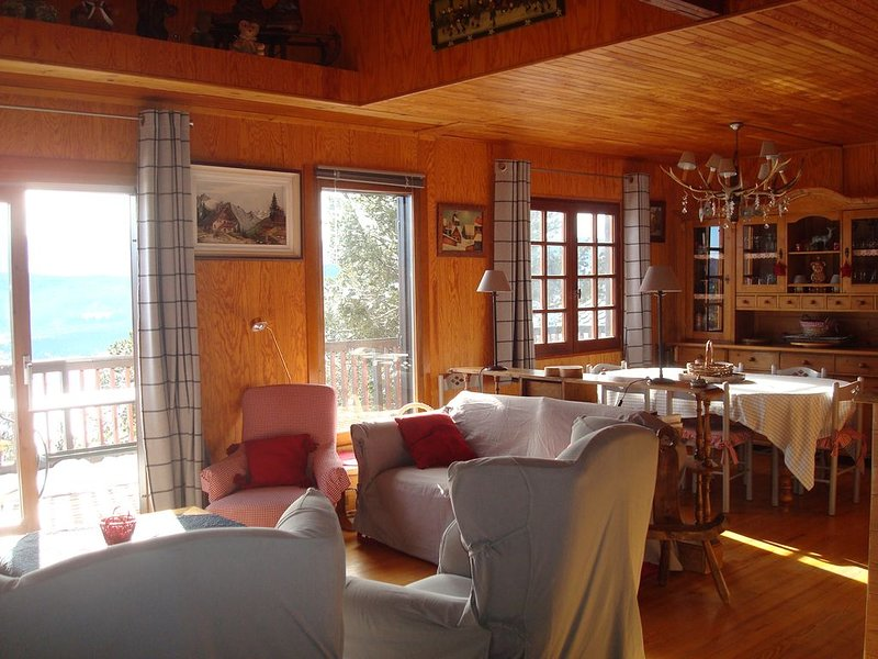 Chalet Traditionnel Bois .Prestations de qualite.Vue Exceptionnelle.WIFI., holiday rental in Les Angles