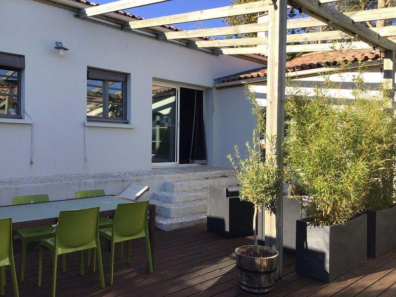 Belle villa d'architecte atypique avec piscine,au calme,proximité golf et mer., vacation rental in La Rochelle