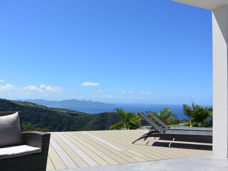 Villa Moïna - Vue exceptionnelle mer et montagne, holiday rental in Bellefontaine