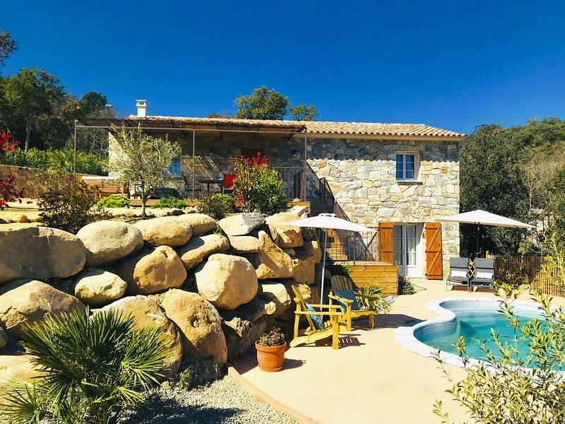 Maison de campagne - Vue mer - Piscine privée (chauffée), location de vacances à Ventiseri