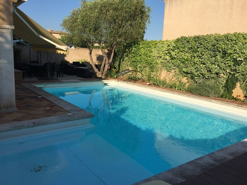 VILLA 6 COUCHAGES, PISCINE PRIVATIVE, CLIM, PROCHE PLAGE, AU CALME, SANS VIS À, holiday rental in Tamaris-sur-Mer