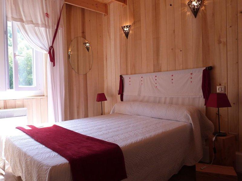GITE SAISONNIER AXAT AUDE  ENTRE MER ET MONTAGNE AU PAYS DES CHATEAUX CATHARES, holiday rental in Bessede-de-Sault