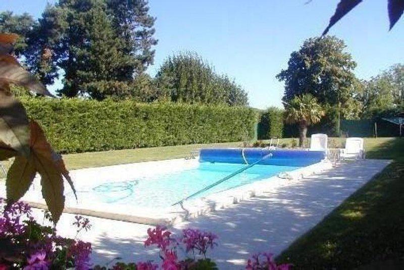 Gite avec piscine privée à savigné, holiday rental in Pleuville