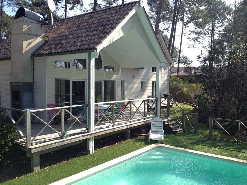 La villa 'Oasis' 10 pers, face à la nature, piscine chauffée, plages: lac, océan, location de vacances à Biscarrosse