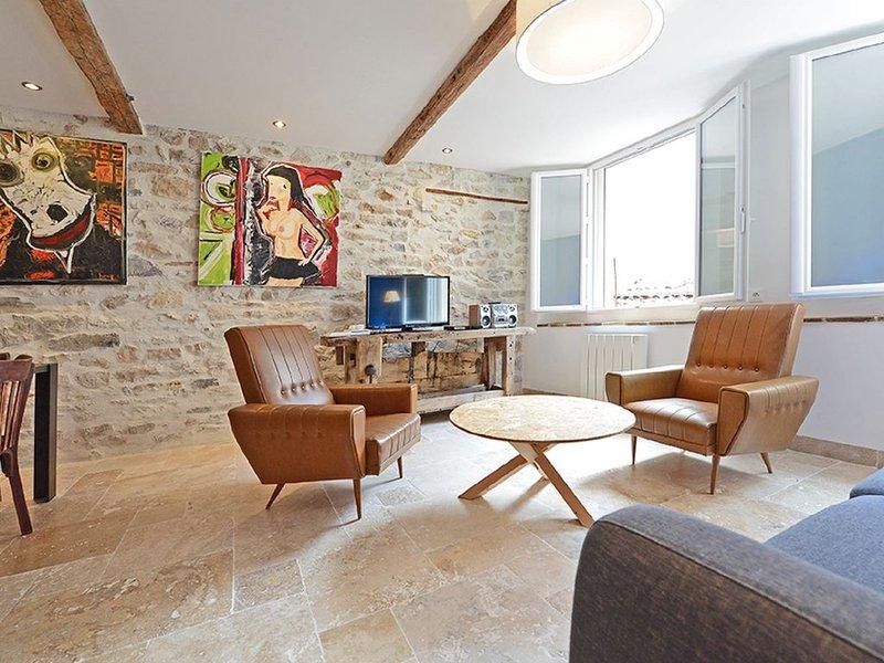 Appartement de caractère, situation idéale, centre ville (6 pers, 80m² ), holiday rental in Nimes