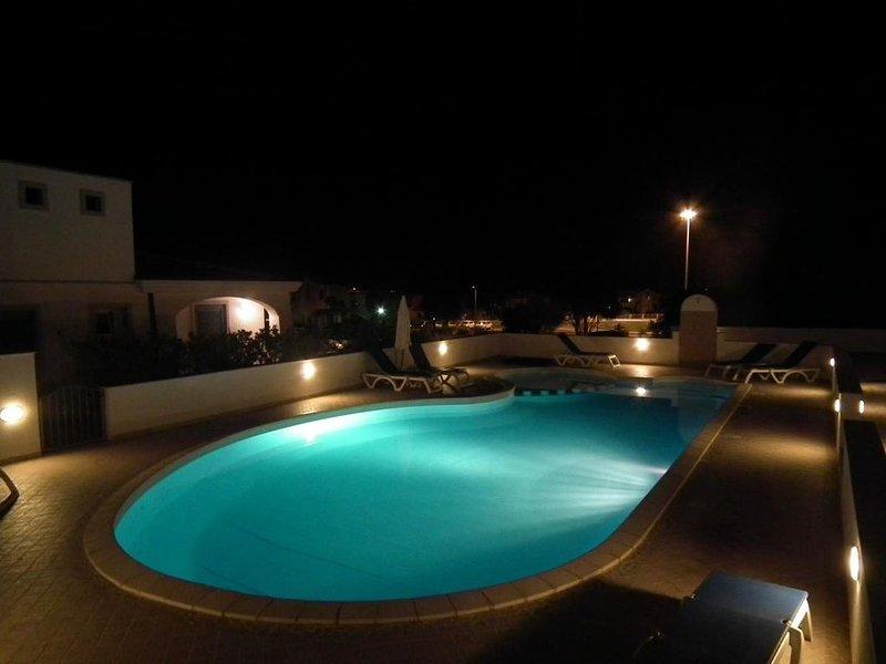PROMO -25% , VITE VITE VITE REZ DE JARDIN AVEC PISCINE , PLEIN COEUR DU VILLAGE, holiday rental in Murta Maria