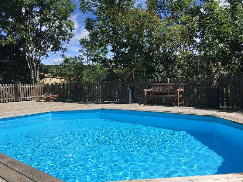 Gite haut de gamme en Ardeche pour 13 personnes au calme avec piscine et jacu, casa vacanza a Gluiras