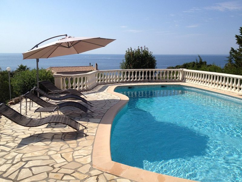 Villa de standing avec piscine privée - Amazing sea view from your private pool!, holiday rental in Agay