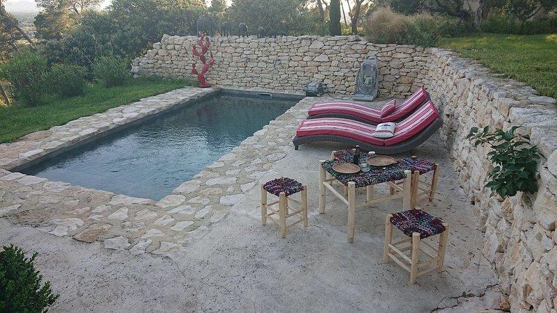 Gite de charme avec piscine entre Lubéron et Alpilles, holiday rental in Cavaillon