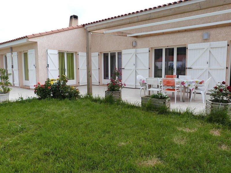 LOCATION GRANDE VILLA 4 FACES PROCHE MER / 10 PERSONNES / GRAND TERRAIN, location de vacances à Saint Genis des Fontaines