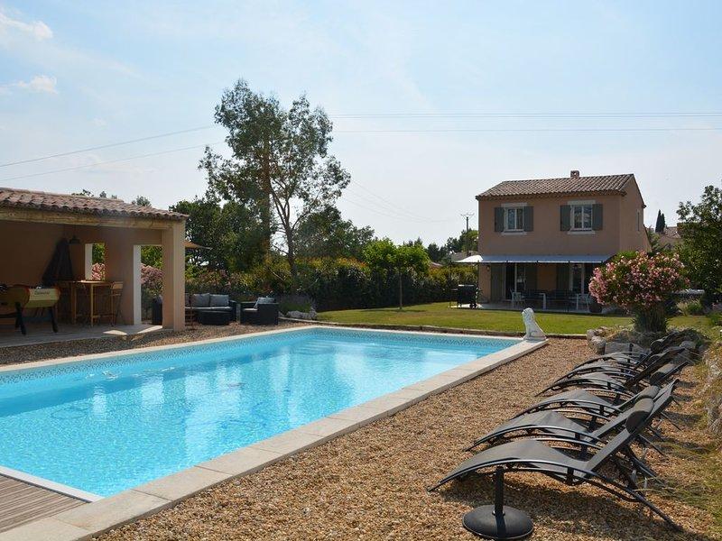 Superbe villa en Luberon proche de Gordes piscine chauffée et spa, holiday rental in Apt