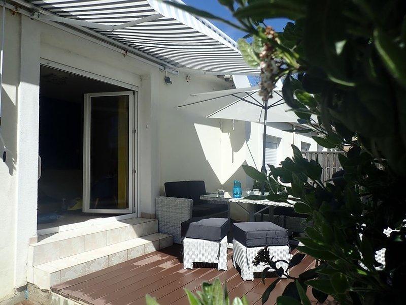 Maison moderne,  climatisée, à 5 minutes à pied de la plage, calme. 3 chambres., holiday rental in Bouzigues
