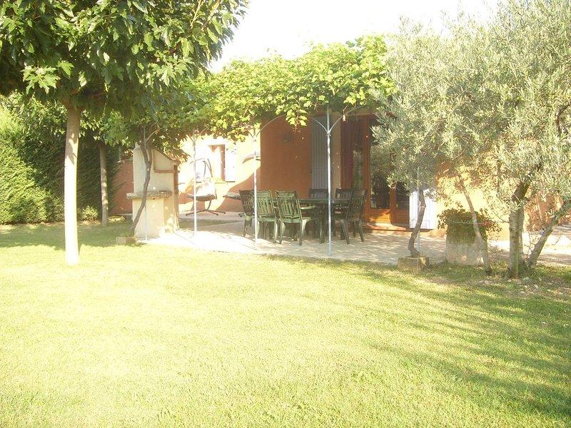 Le clos des oliviers maison au calme en campagne avec piscine, vacation rental in Carpentras