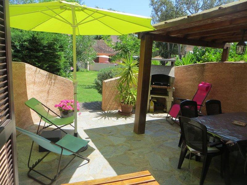 Mini-villa avec piscine en bord de mer au Port de Taverna - Costa Verde, casa vacanza a Santa-Maria-Poggio
