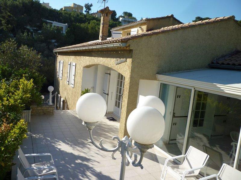 villa de 170m2, 4 chambres pour 10 personnes à 2 minutes à pied de la plage, holiday rental in Carry-le-Rouet