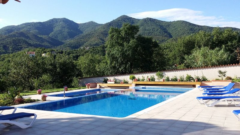 Gite confortable avec piscine au calme des Albères et à 15 mn d'Argelès plage, holiday rental in Villelongue-dels-Monts
