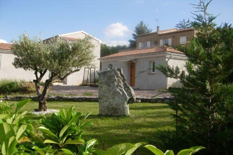 Petite maison climatisée dans propriété privée, aluguéis de temporada em Valle-di-Rostino